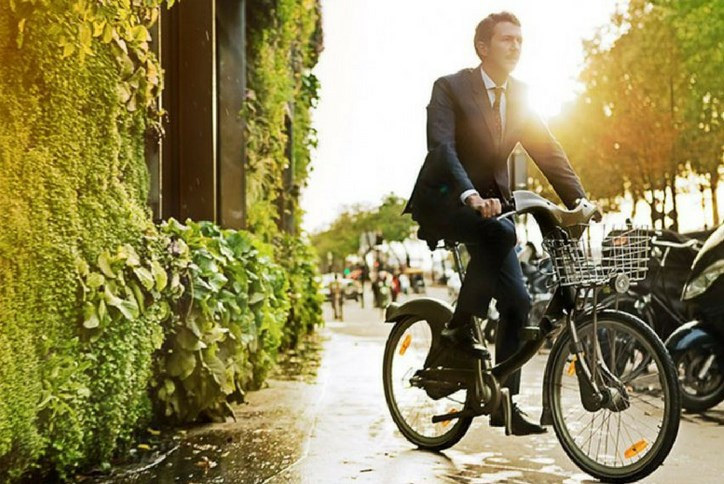 Man-riding-bike-in-business-suit.png