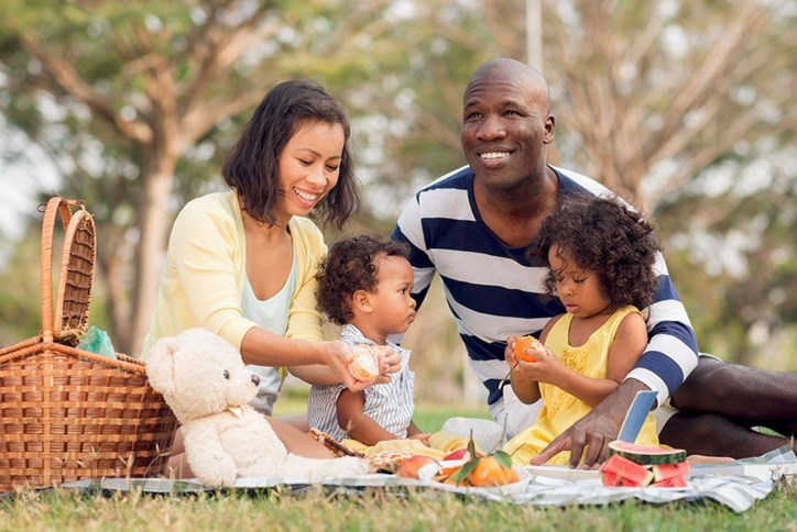 family_picnic_with_basket.jpg