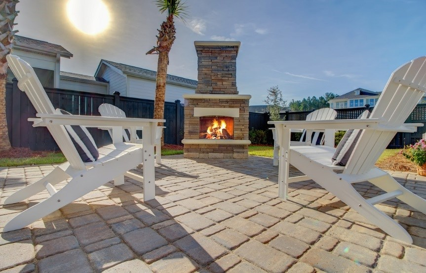 Pulte_Primrose_backyard_fireplace_model_863x553.jpg