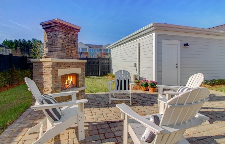 Pulte_Primrose_backyard_fireplace2_model_863x553.jpg
