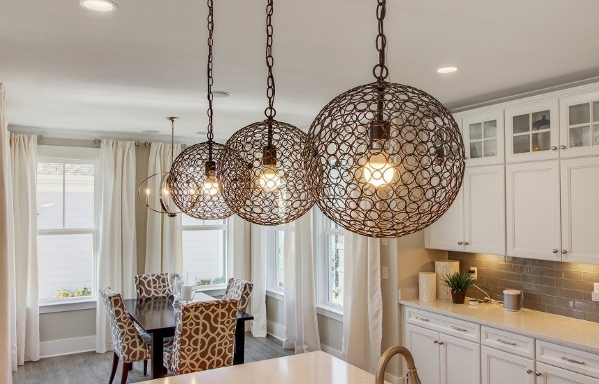 Pulte_Primrose_kitchen5_chandelier_model_863x553.jpg