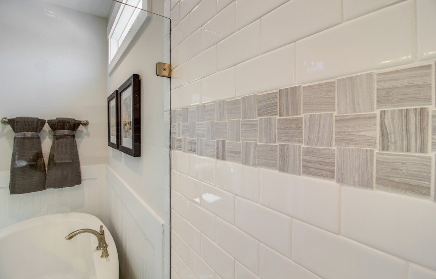 Pulte_Primrose_master_bath4_shower_tile_model_863x553.jpg